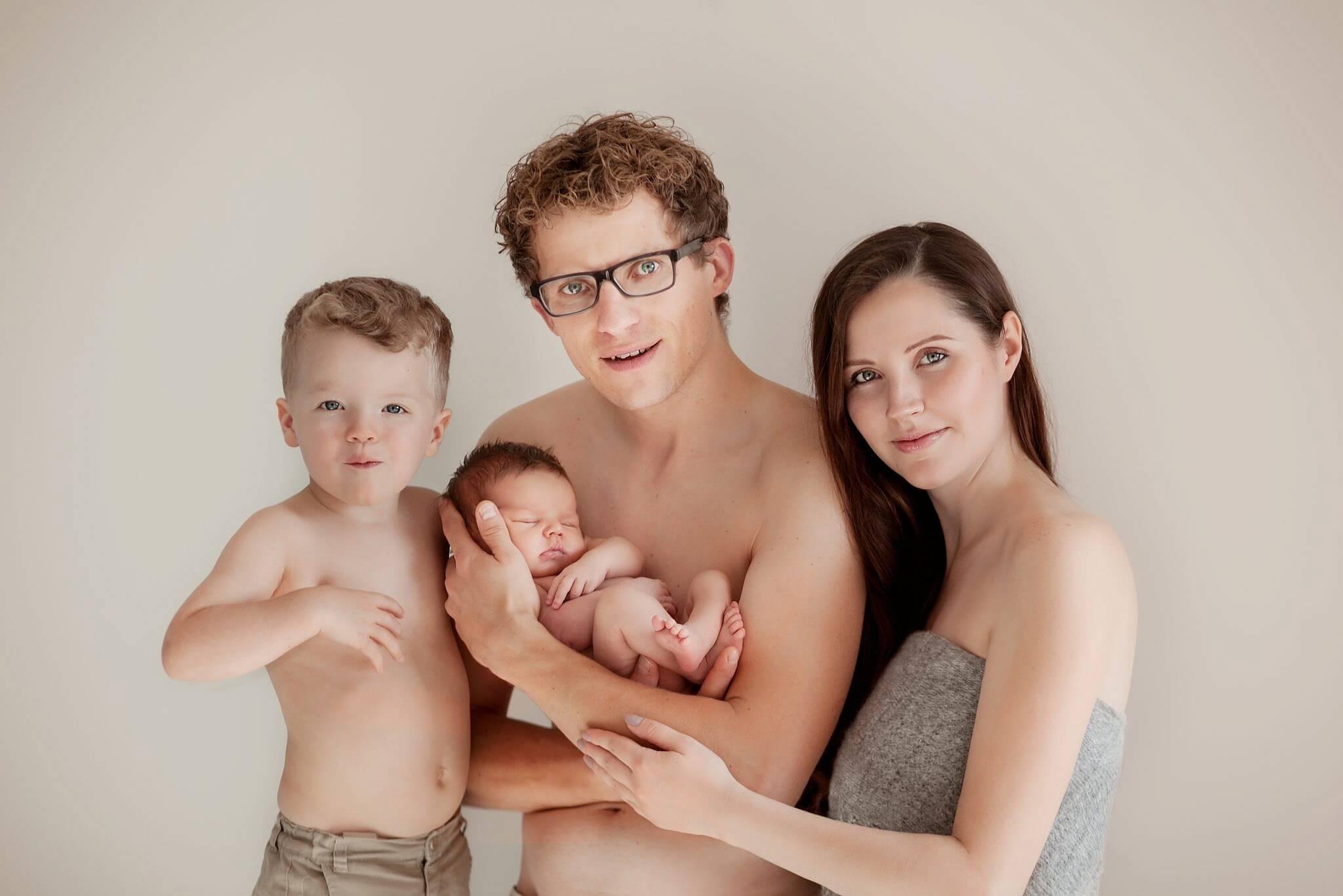 Familienfotografie mit Neugeborenem