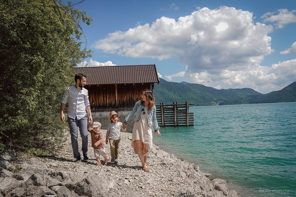 Familienfotoshooting am Walchensee mit Familienfotograf