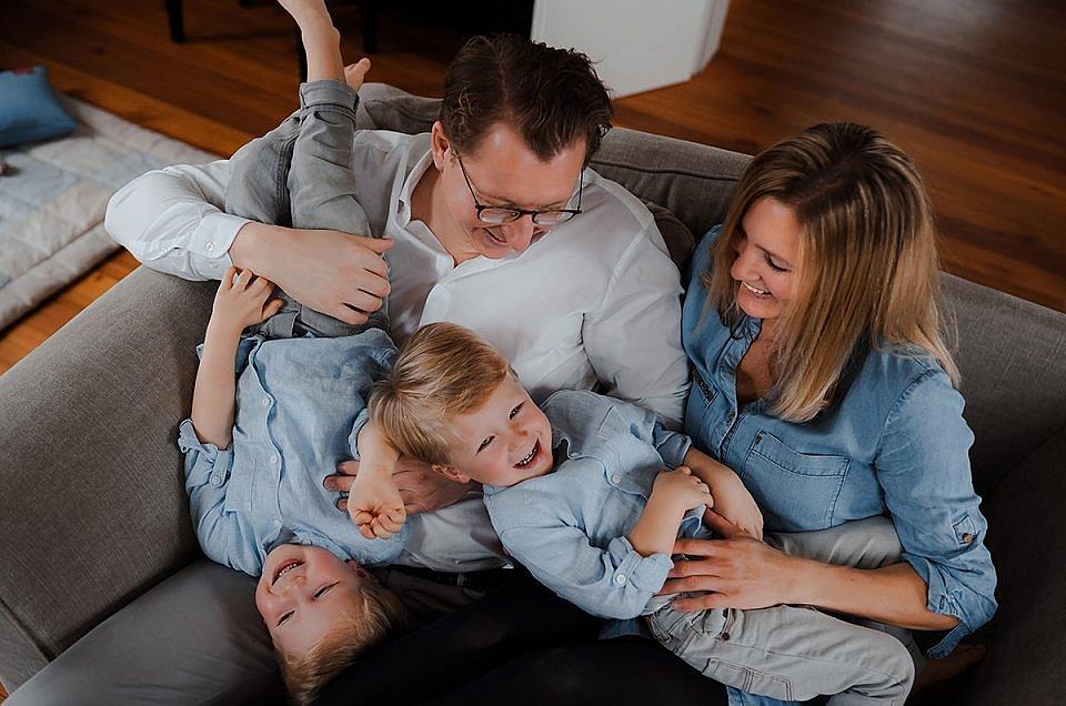 Lifestyle Familien Fotoshooting mit Familienfotograf München