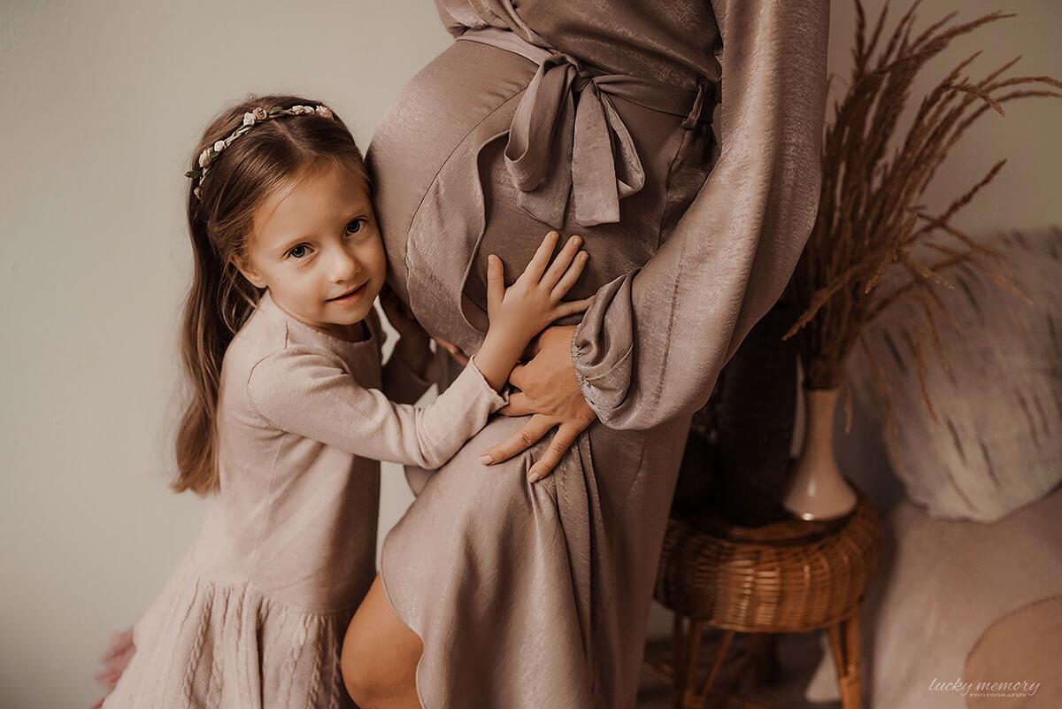 Schwangerschaftfotos bei Babybauch Shooting Muenchen