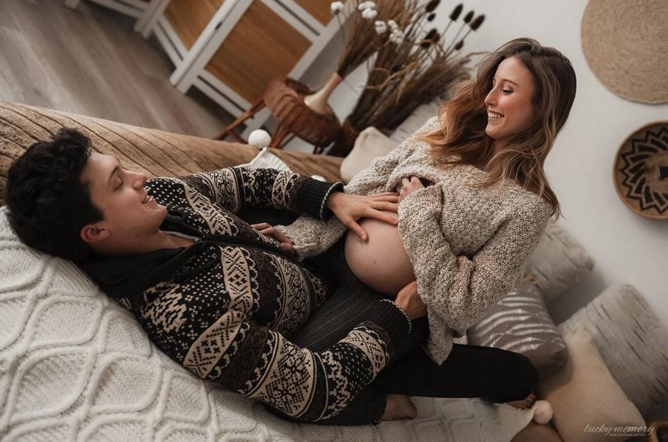 Schwangerschaft Shooting mit Babybauch Fotograf München