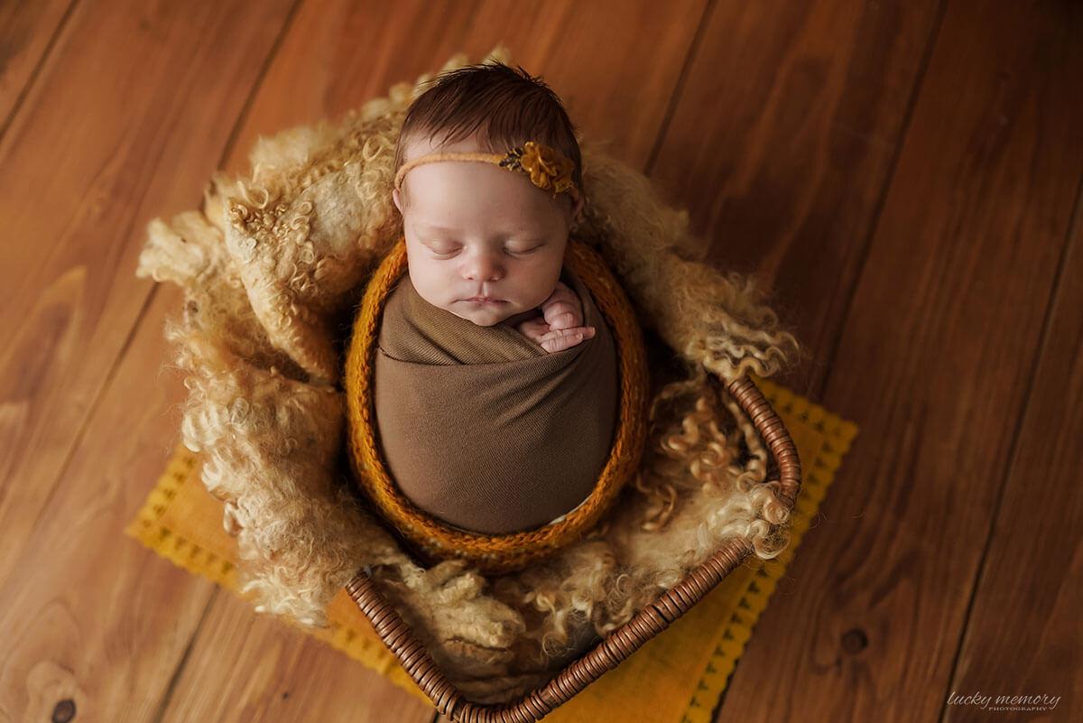 Neugeborenen Fotograf beim Baby Shooting