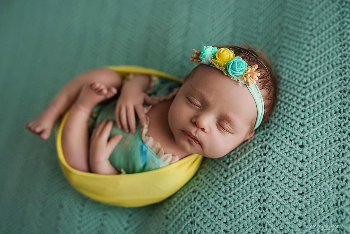 Neugeborenenfotos bei Baby Shooting im Fotostudio
