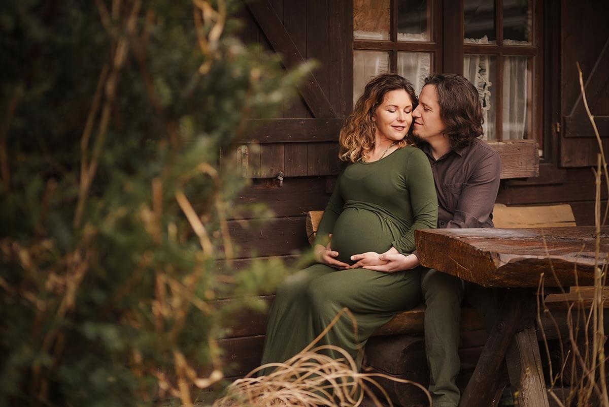 Outdoor Schwangerschaft Shooting mit Babybauch Fotograf