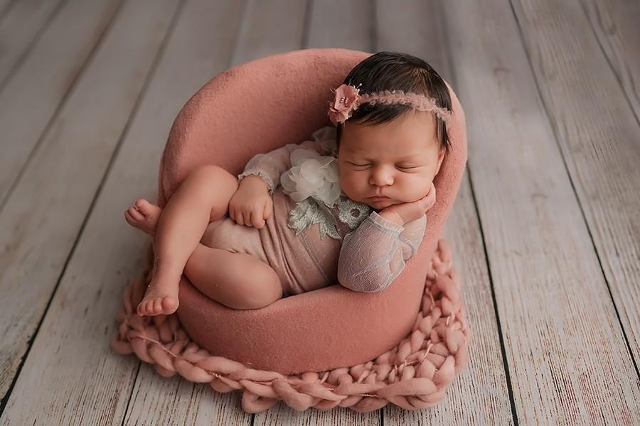 Schöne Neugeborenenfotos beim Babyfotografen in München