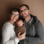 Neugeborenen Shooting mit Familie